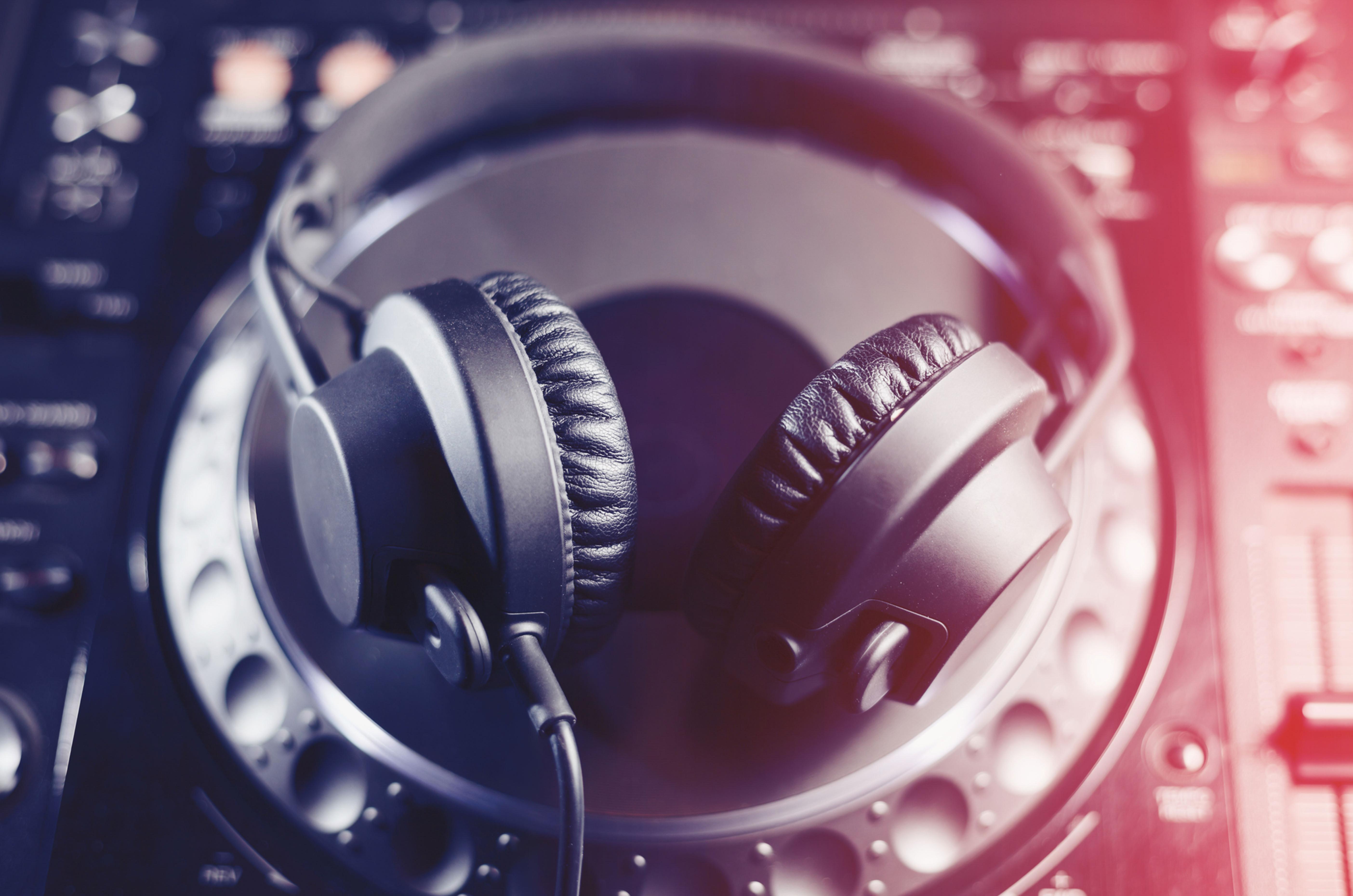 DJ - INTRO
