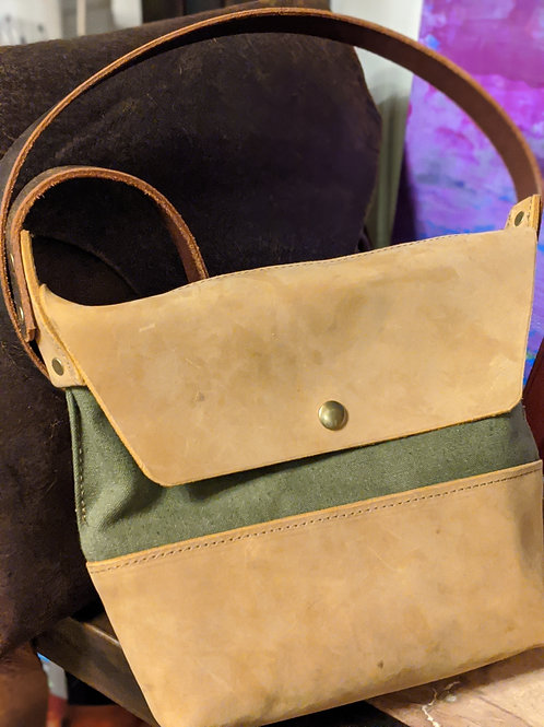 LEATHER/CANVAS MESSENGER BAG