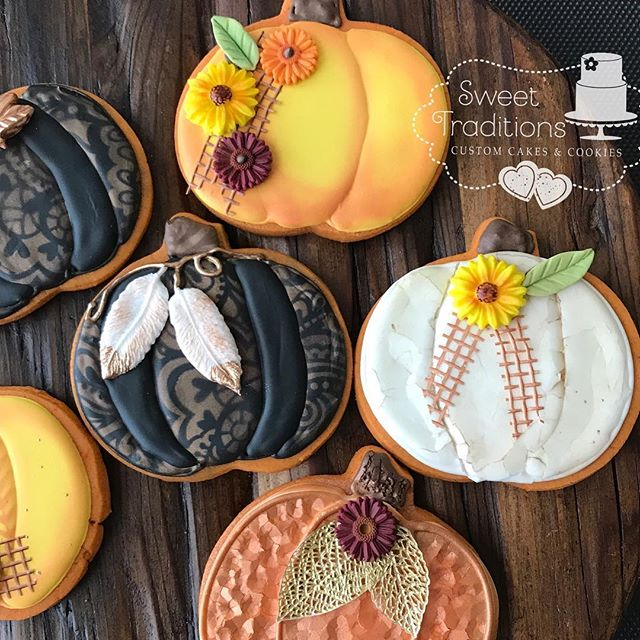 It's here! It's here! Happy first day of FALL! 🍂🍁🍂#fall #myfavoritetimeofyear #pumpkin #textures