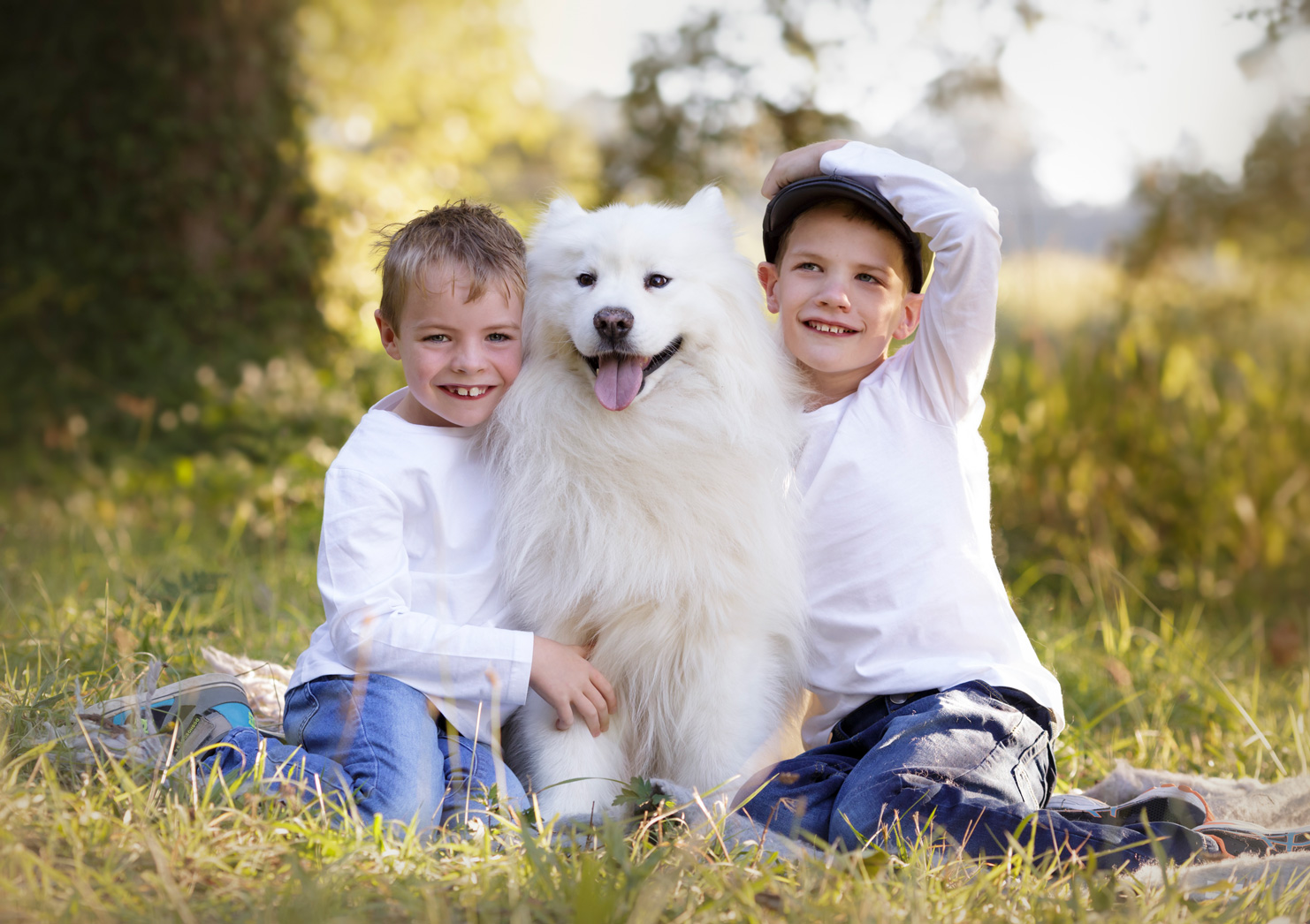 2 brothers and their samoyed