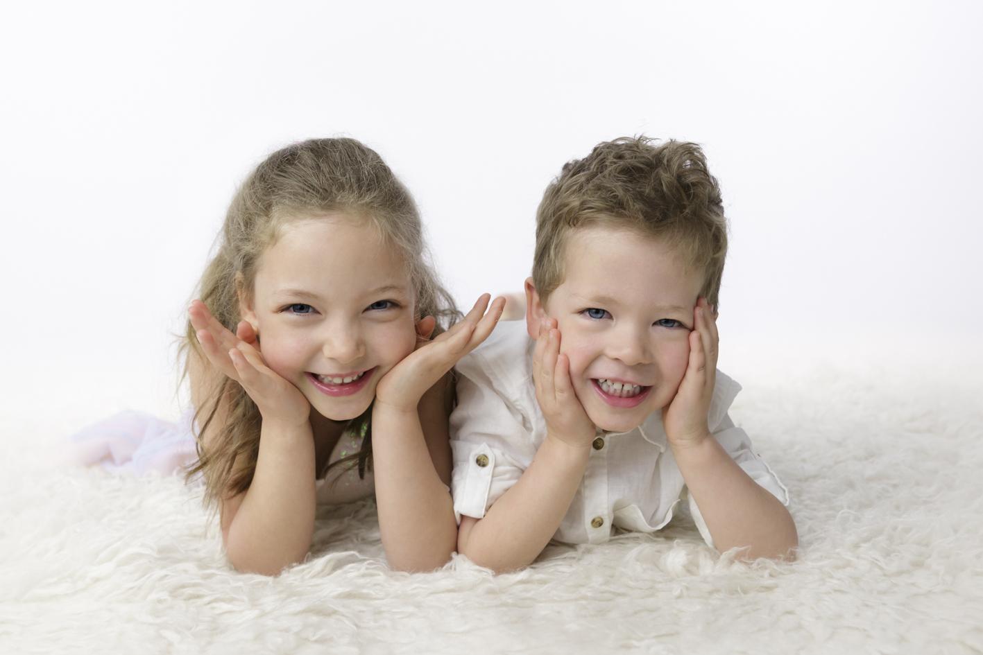 natural sibling studio photos