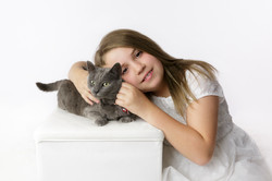 child and her cat