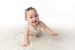 one year baby crawling