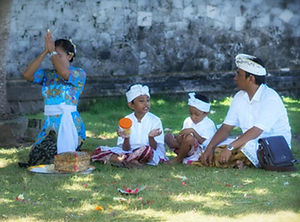 Vibrance - Bali Culture Praying Hindu.jp