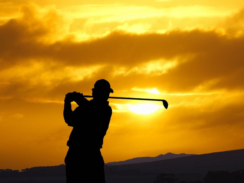 golfer_teeing_off_in_sunset.jpg