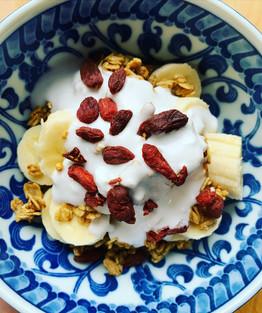 Banana bowl + coconut yogurt