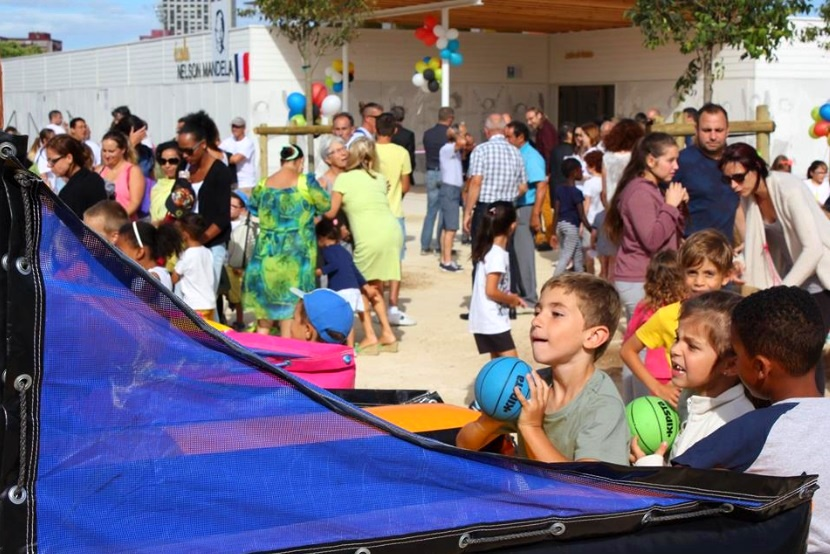 Les enfants heureux de l'événement
