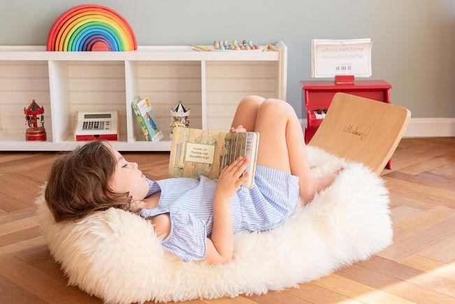 Girl sitting on Mi Alma Board