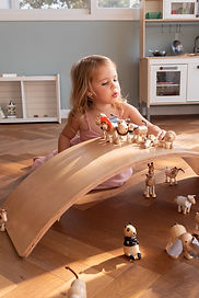 Girl playing Mi Alma Animals