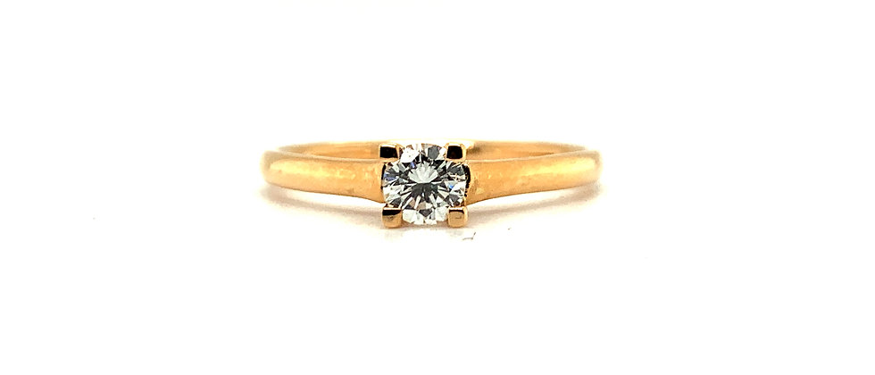 18 KT SINGLE DIAMOND SOLITAIRE RING