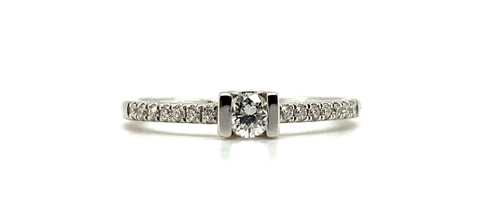18 KT THE NEW CLASSIC SOLITAIRE RING