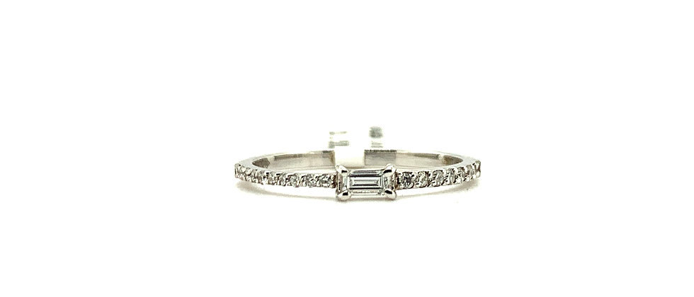 18 KT  EMERALD CUT SOLITAIRE RING