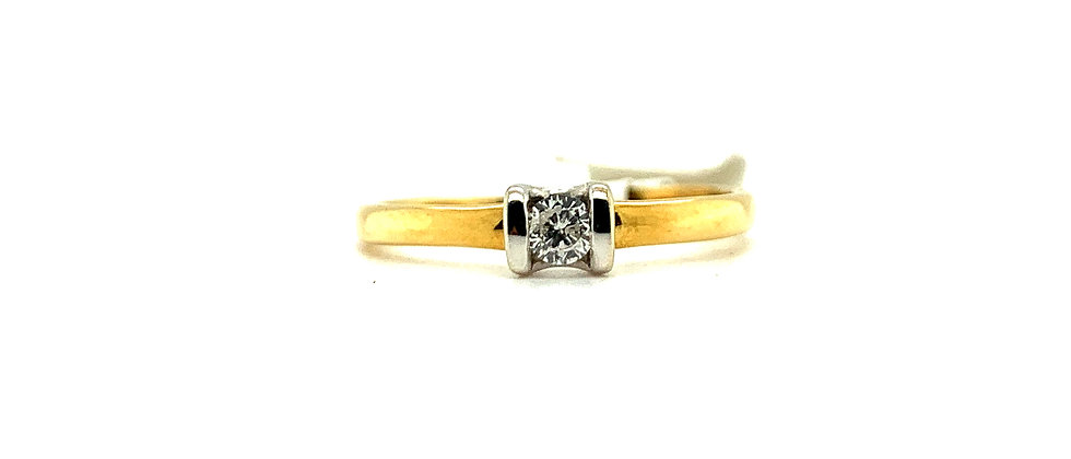 18 KT SOLITAIRE RING