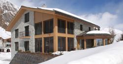 Mountain_Lodge_Aussen_1