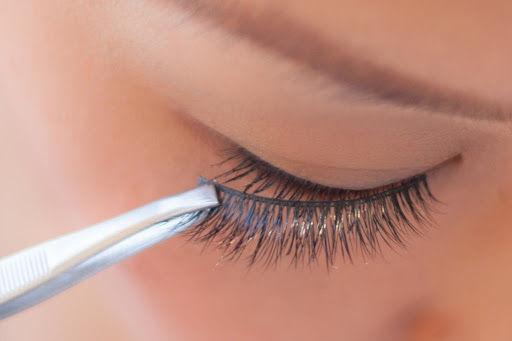 Strip Lashes Application