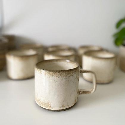 Kaneldryss kopp med hank