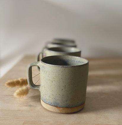 Sjøgrønn kopp med hank