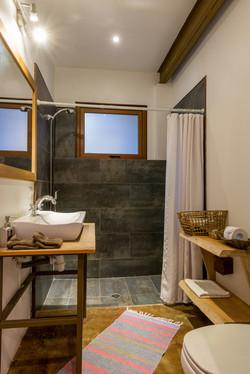 Patagonia-House-Chile-Luz-2-Junior-Suite-Bath-Web