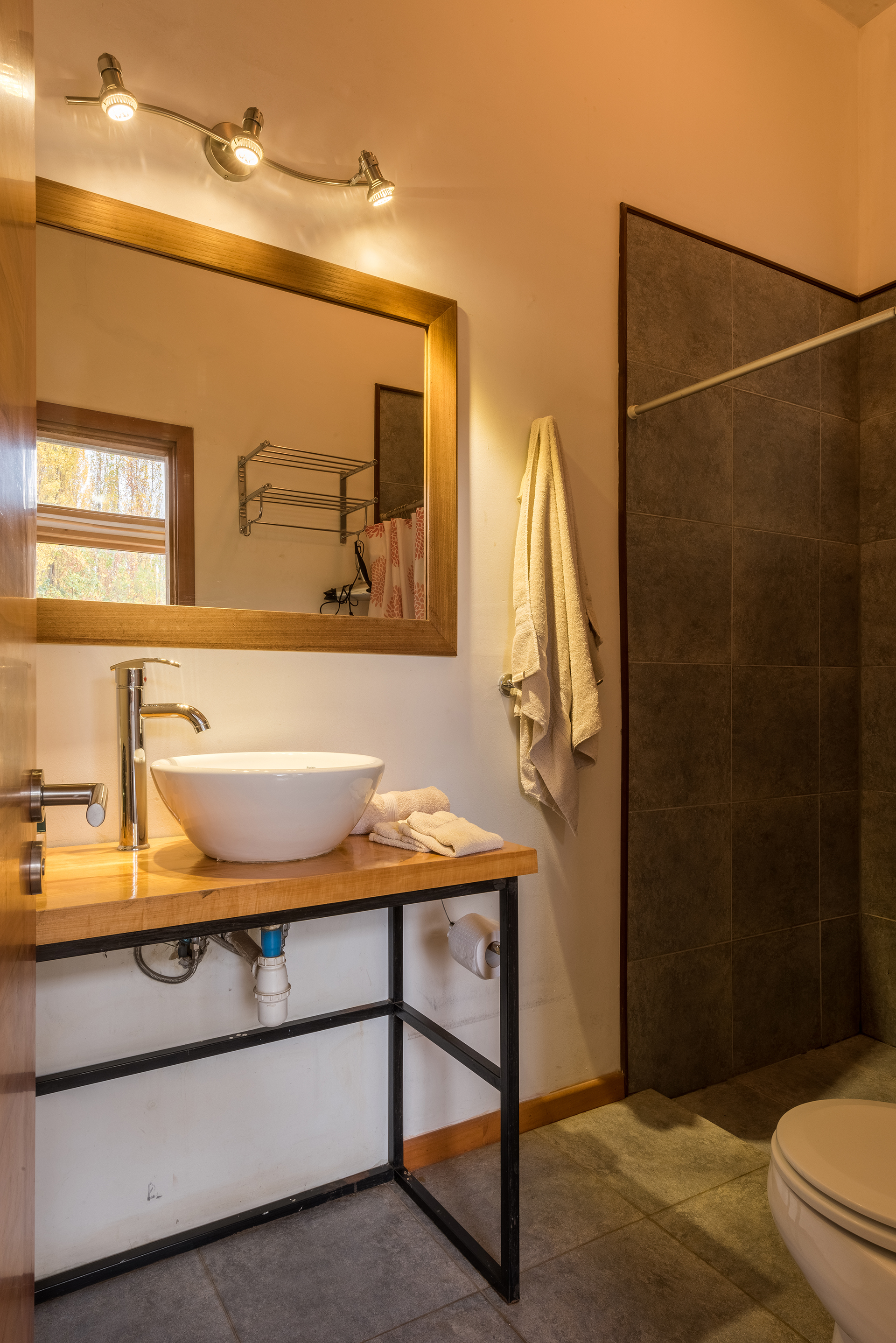 Patagonia-House-Chile-Luz-1-Presidential-Suite-Bath-Web