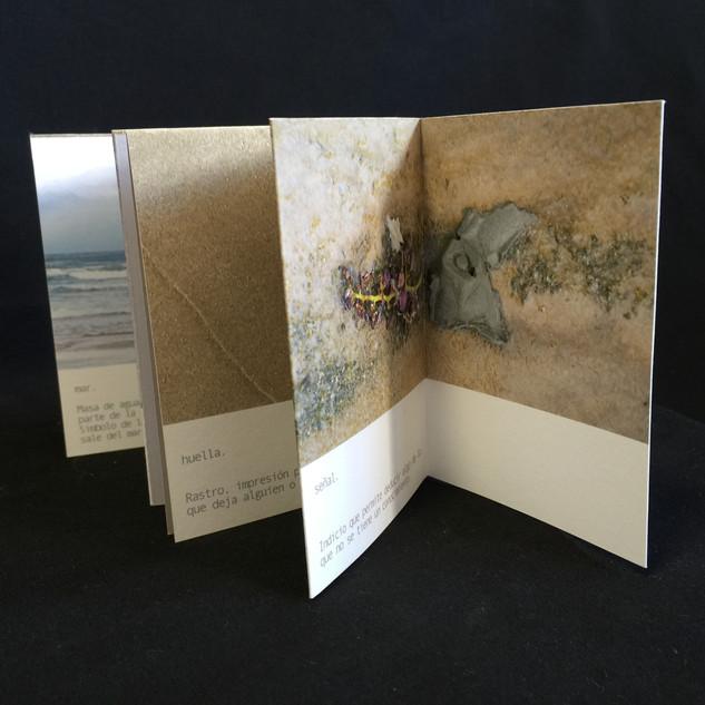 Mensajes del mar . Libro de artista. Pequeño formato. Detalle.