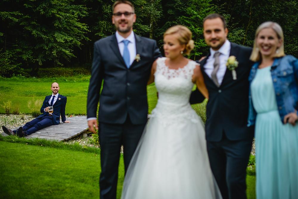 Skupinové focení na svatbě