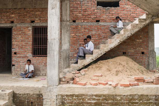 Děti o přestavce u mistní školy.
