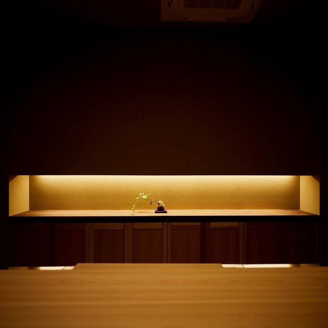 バックカウンター、垂れ壁、間接照明、檜カウンター、7m