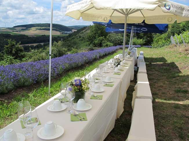 Hochzeitstafel am Lavendeleck