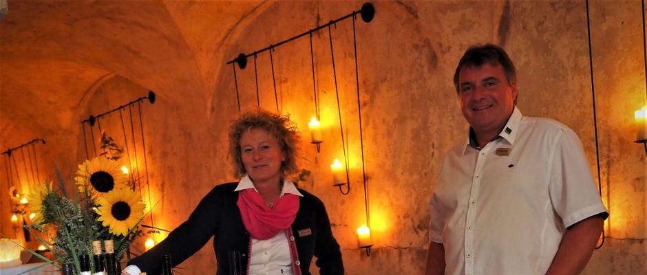 Weinprobe im Kreuzgewölbe