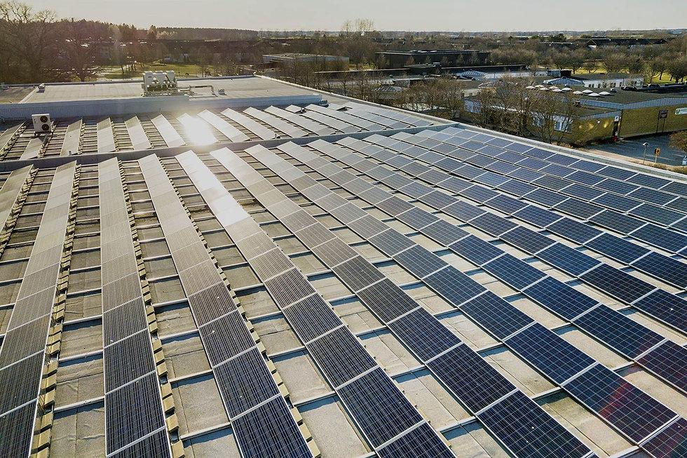 Luzentum - Empresas. Instalación de placasa solares para empresas en Alicante. Energía solar industria Alicante.