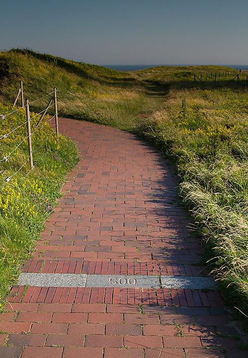 Het wandelpad langs de rand van het hoge gedeelte van Helgoland: de 'Klippenrandweg'