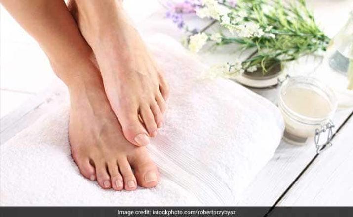 foot-scrub-650_625x300_1530618831134.jpg