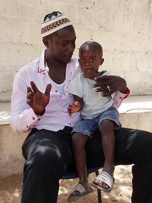 vader en zoon in gambia just let it happen