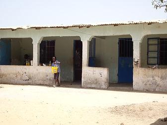 school gebouwd door just let it happen