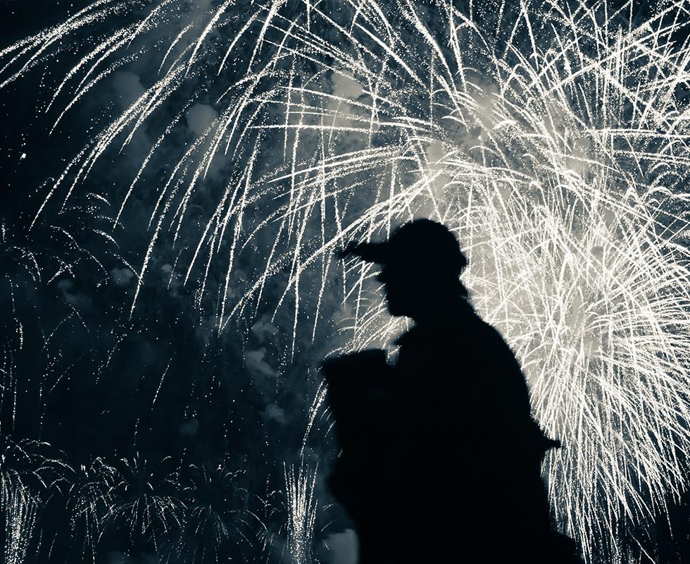 Firework traveller