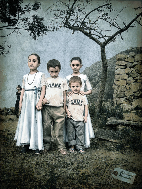 Les-petites-robes-blanches-ouest-yemen-gaelle-lunven.jpg