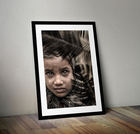 Mockup sobre cadre noir vertical-cachemi
