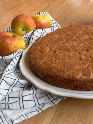Apfel-Dinkelgrießkuchen