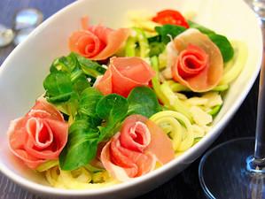 Spaghetti mit Prosciutto-Rosen