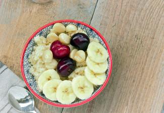 Kokos-Hirse mit frischem Obst