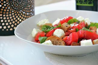 Knuspriger Tomaten-Brotsalat