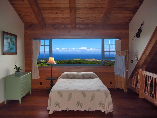 Queen open loft room