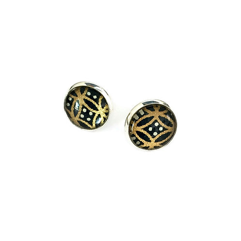 stud earrings gold and black pattern