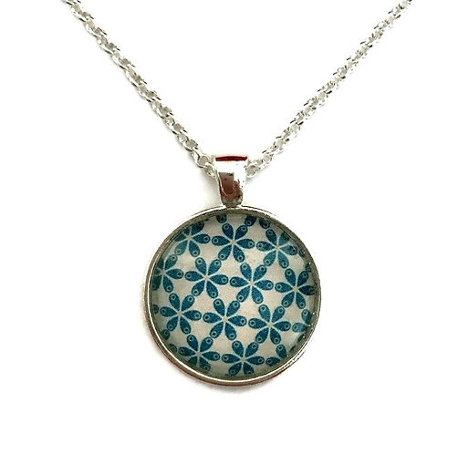 blue/green pattern necklace