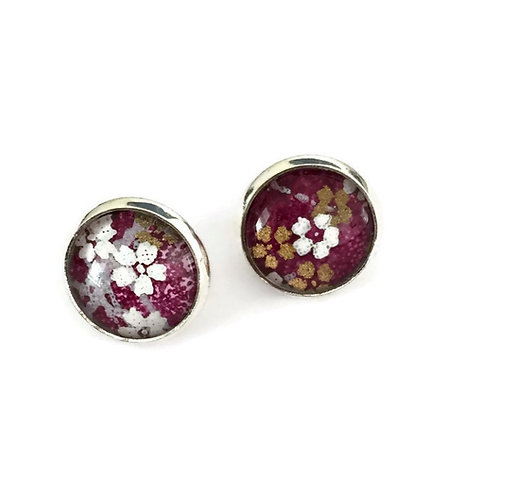 stud earrings dark purple with white flowers
