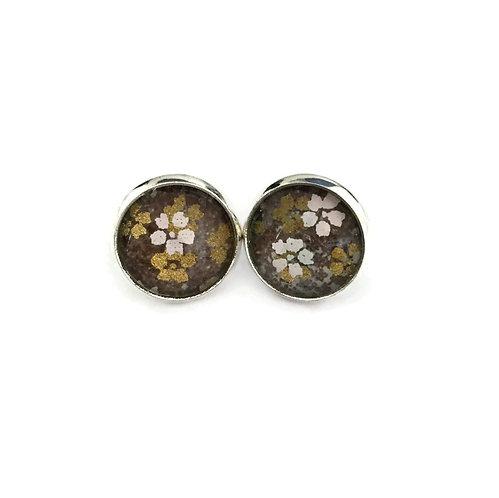 stud earrings grey with white flowers