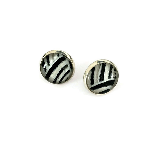 stud earrings black and white
