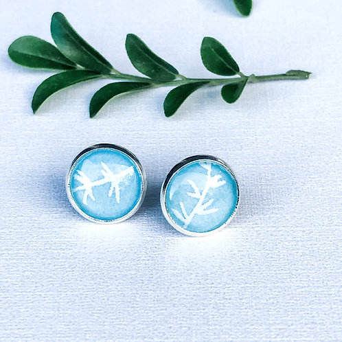 stud earrings blue with white pattern