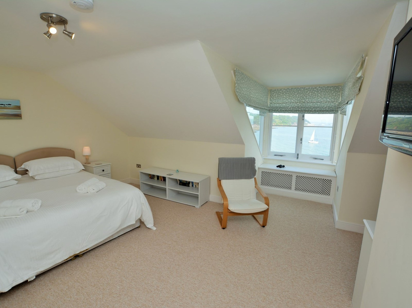 Twin/super king room (third floor) with en-suite
