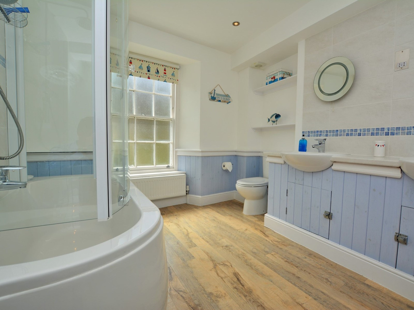Second floor bathroom (shared by two twin rooms)